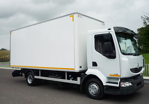 2010 Renault Midlum 10 ton chassis , 17' Chereau fridge, 3 rear doors , side door 170 kms, tested for 1 year